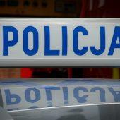 napis policja na dachu radiowozu