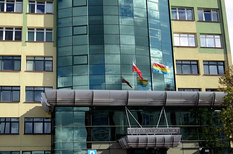 Budynek Urzędu Marszałkowskiego przy ul. Wyszyńskiego 1.