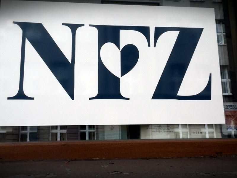 Tabliczka z napisem NFZ