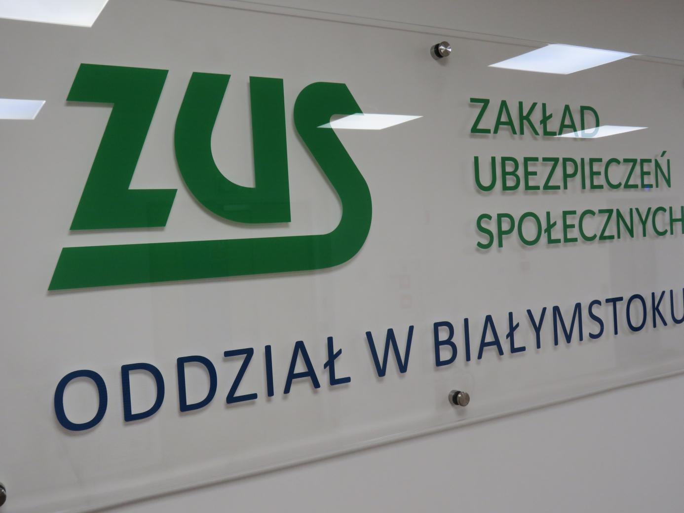 tablica informacyjna w białostockim oddziale ZUS