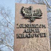"""Fragment pomnika """"Żołnierzom Armii Krajowej"""""""