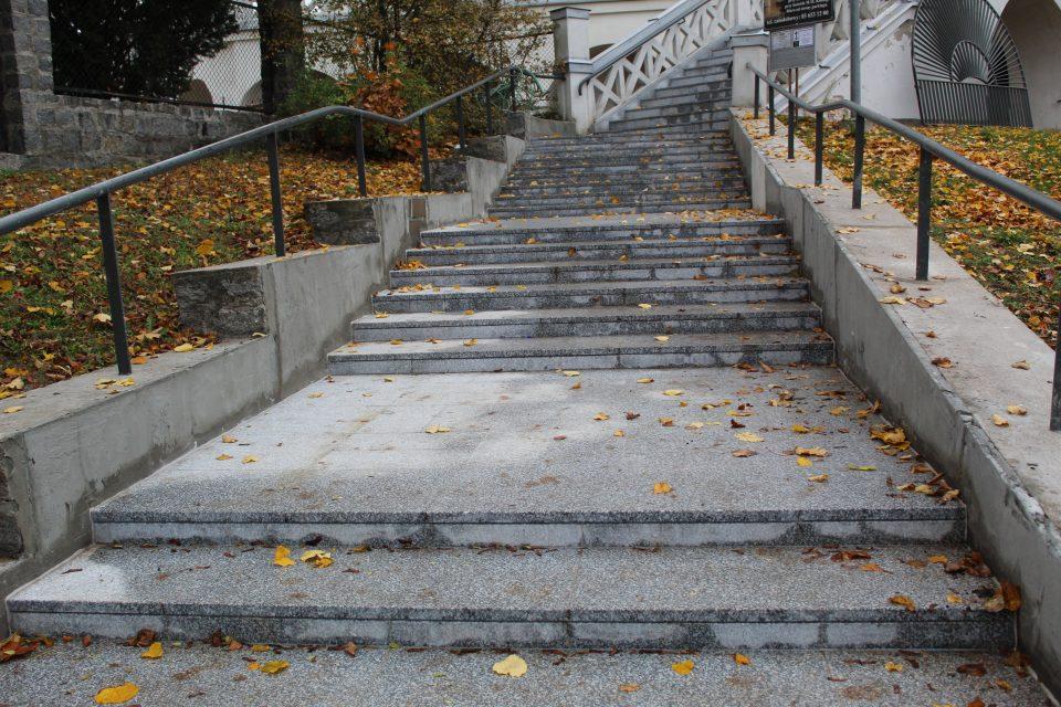 schody prowadzące do kościoła św rocha