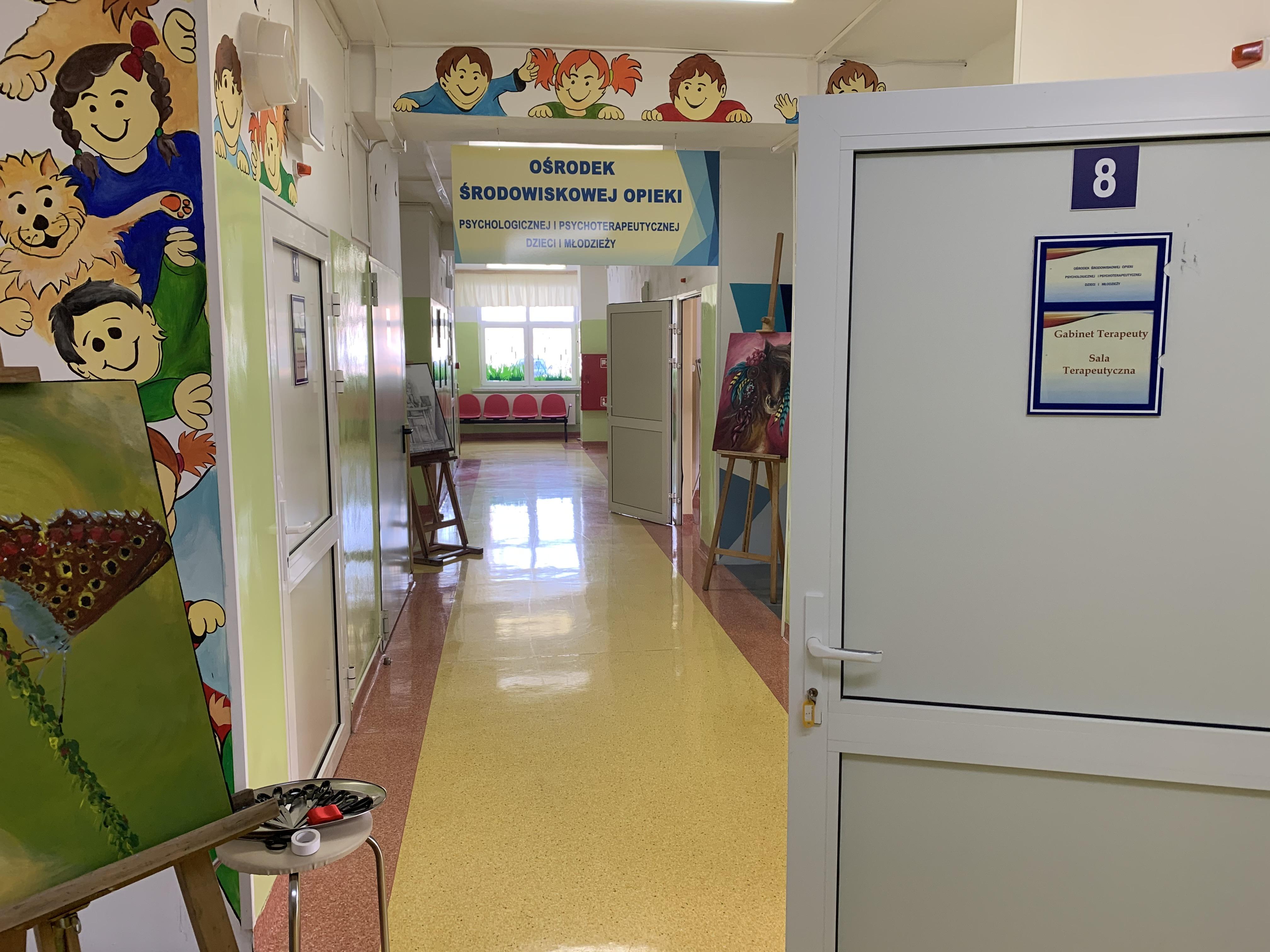 korytarz ośrodka środowiskowej opieki psychologicznej i psychoterapeutycznej
