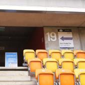 Wejście do punktu szczepień na stadionie miejskim